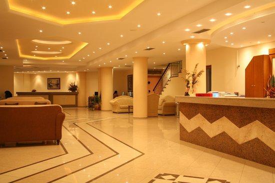 Lavris Paradise Hotel : Reception