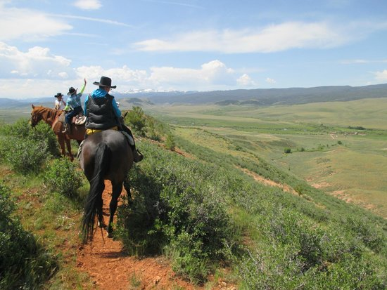 Laramie River Dude Ranch : trail ride on the ridge overlooking the ranch