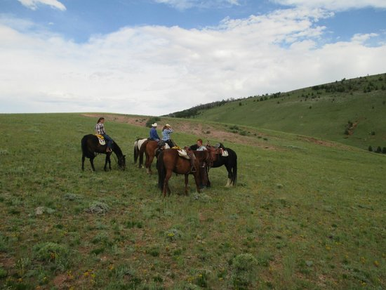 Laramie River Dude Ranch : Riding up the mountain