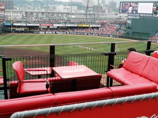 MAZDA Zoom-Zoom Stadium Hiroshima : テラス席は少人数でのパーティ的な観戦にピッタリ