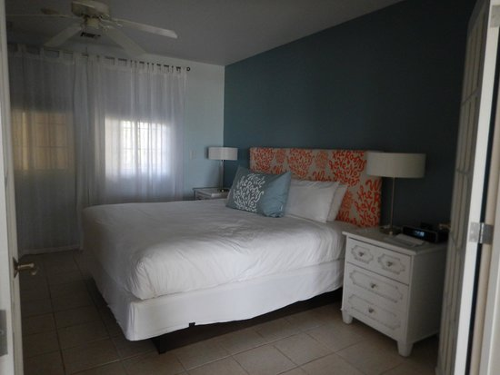 Beach House Turks & Caicos: bedroom was great, bed was very comfortable.