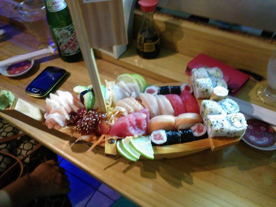 Sushi Los Amigos: Mini Boats 35pcs for $32.00