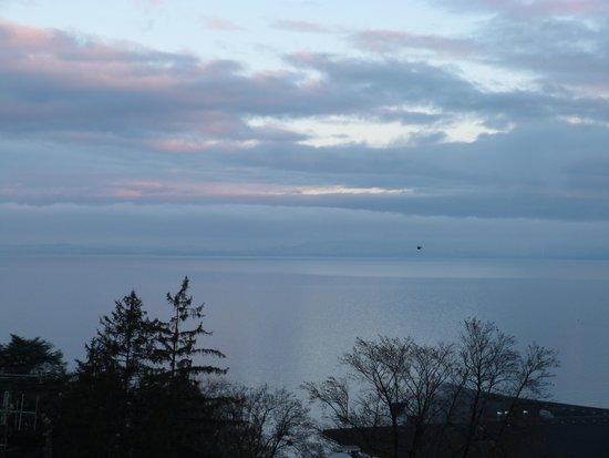 Hotel Evian Express : vue du balcon au lever du soleil
