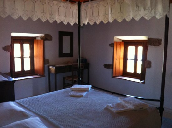 Theologos Houses: The bedroom - Arietta room