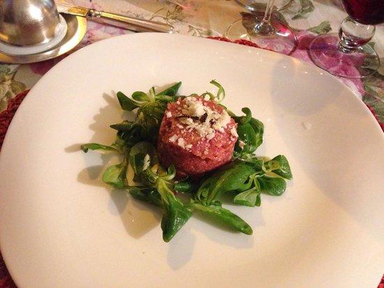 Al Volt : Beef tartar with truffles & parmesan