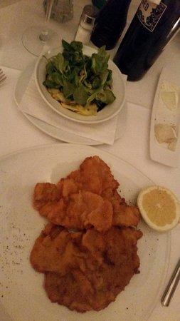 ef16 Restaurant Weinbar: Great food. Make sure you do the garden potatoe salad.
