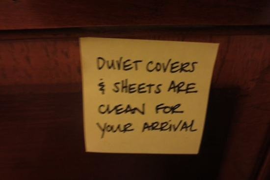Hampton Inn Pennsville : Note above the bed!