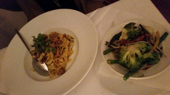 ef16 Restaurant Weinbar: Fettuccine and stir fried veggies.