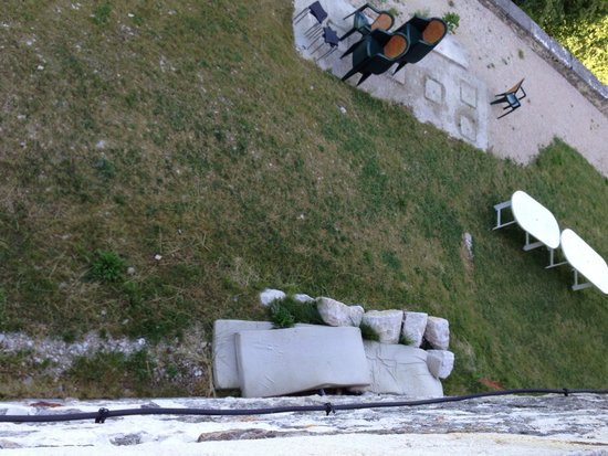 "Chateau Chapeau Cornu : Old mattresses, view from room ""Comte de Poitiers"" prestige room???"