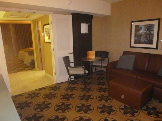 Prescott Resort & Conference Center : Sitting area in suite
