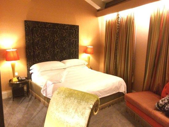 The Scarlet Singapore: Premium room