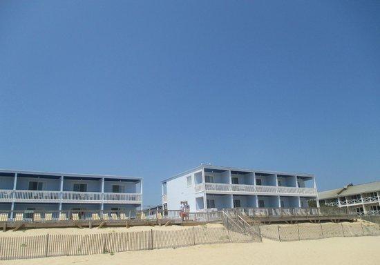 Montauk Blue Hotel: View from beach