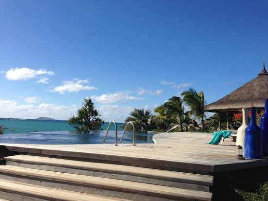 Paradise Cove Boutique Hotel: Infinity pool