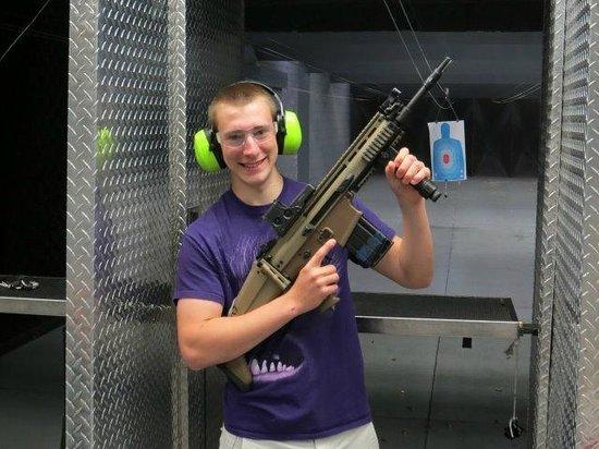 Battlefield Vegas: Alex after shooting a Scar heavy machine gun