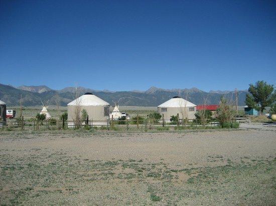 Joyful Journey Hot Springs: Yurtas acommondation.