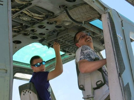 Battlefield Vegas: Chris and Alex preparing to take flight in a huey helicopter