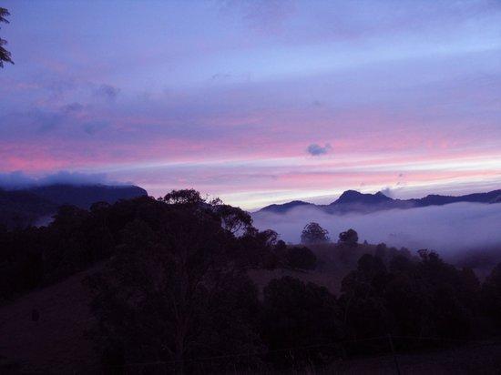 Hillcrest Mountain View Retreat : sunset at hillcrest