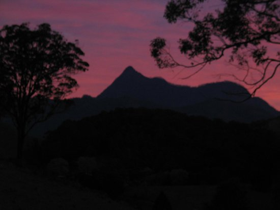 Hillcrest Mountain View Retreat : sunset over mt warning at hillcrest