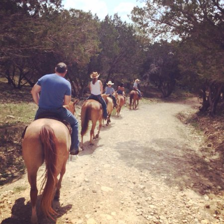 Twin Elm Guest Ranch : Rangler Bobby leading the group! ��