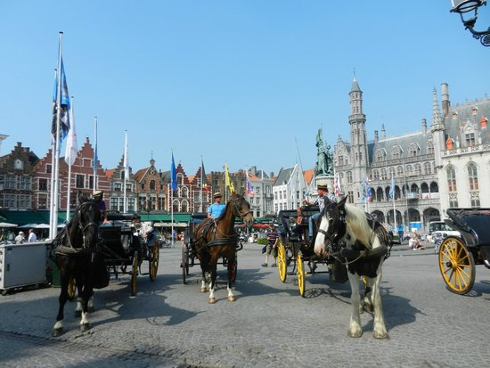 Grand-Place : Beautiful carriages that take you to past!