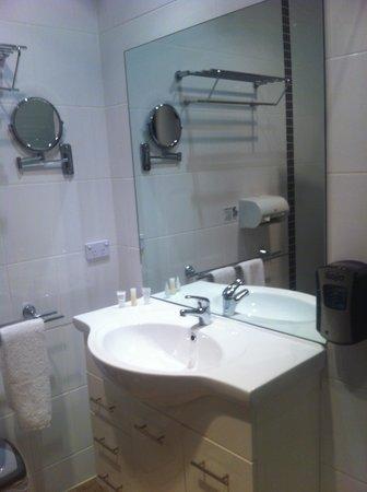 The Manna of Hahndorf: Small bathroom