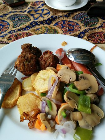 Kunduchi Beach Hotel And Resort: Breakfast!