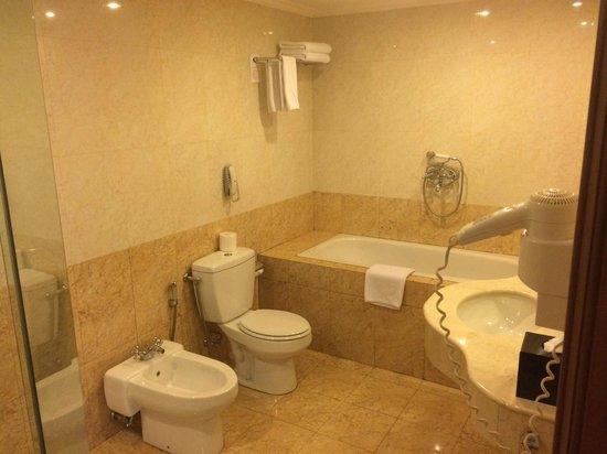 Arion Swiss-Belhotel Kemang Jakarta: Bathroom