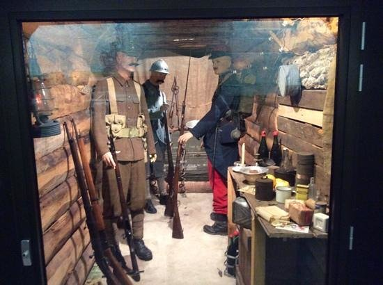 Musee Somme 1916: Down in the tunnels
