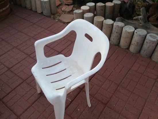 Debbie's Hide a Way : dirty plastic Walmart patio chair.