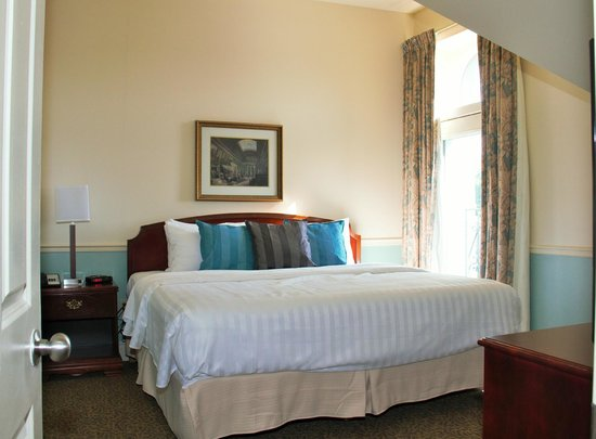 Arlington Hotel: King Bed Room 1 of 2 Room Suite