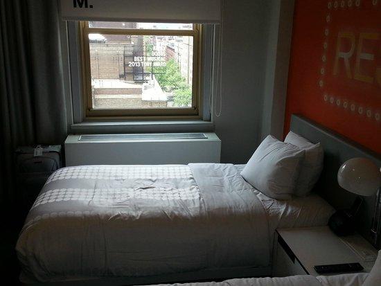 Row NYC Hotel: Quarto e vista da janela