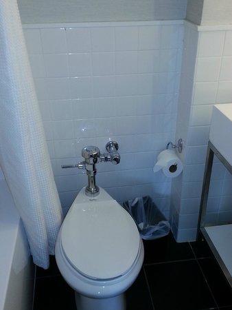 Row NYC Hotel : Banheiro