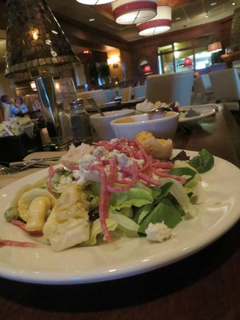 Minervas Restaurant and Bar: salad bar