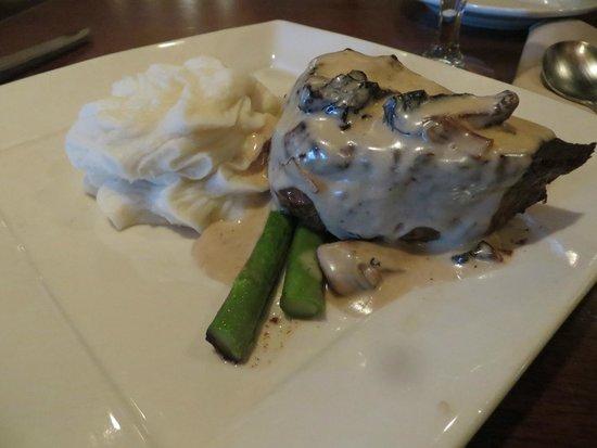 Minerva's Restaurant and Bar: steak with whiskey sauce