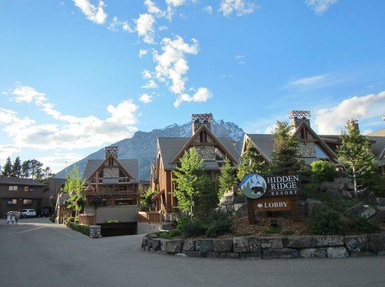 Hidden Ridge Resort: Resort overlooking Banff