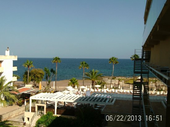 Protur Bonamar : pool and sea for free!