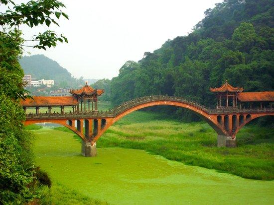 Leshan Giant Buddha (Da Fo) : beautiful bridge!