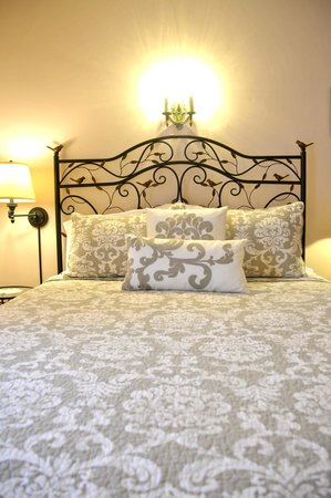 A Hundred Church Street Bed and Breakfast: bedroom