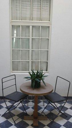 Sacha Mistol Art Hotel: Terrasse