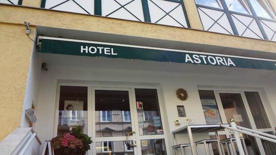 Hotel Astoria Salzburg: Front of Hotel