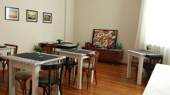 Sacha Mistol Art Hotel: Pièce à déjeuner