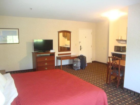 Sandwich Lodge & Resort: King Bed One-Room Suite - a very large room