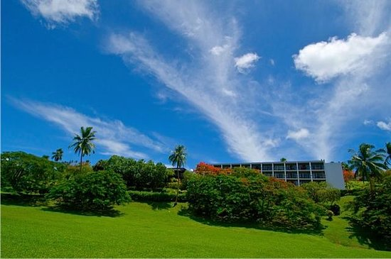 Savusavu Hot Springs Hotel: Hotel from the Shore
