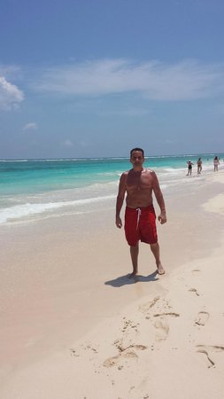Grand Bahia Principe Turquesa : Endless white sandy beach....