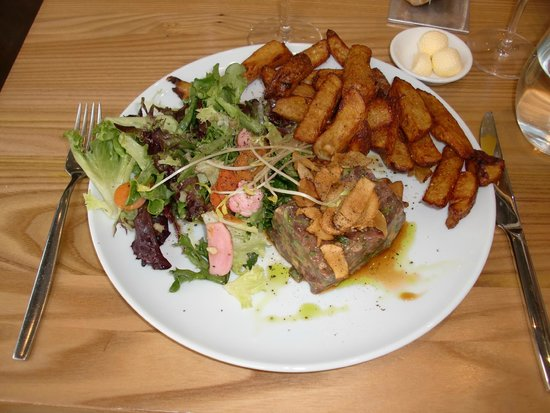 Chez Boulay-bistro boréal : Venison tartar with French fries and salad