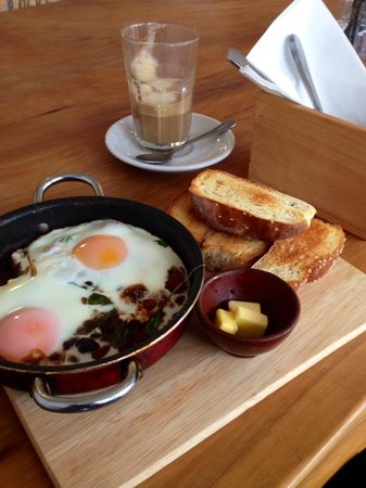 El Cafe: Beans and Eggs.