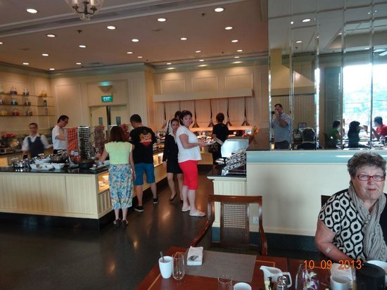 Renaissance Riverside Hotel Saigon : more buffet