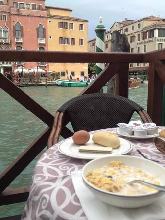 Hotel Canal Grande: Breakfast at the balcony