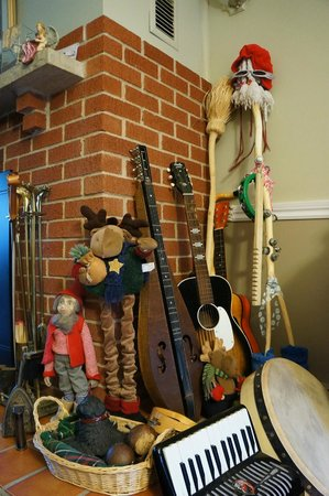 Indian River Brook B&B: The instrument nook