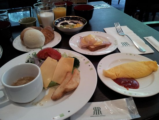 RIHGA Royal Hotel Osaka: 種類も豊富でお値打ち価格でした。お気に入りは特製のジャム!お試しください♪
